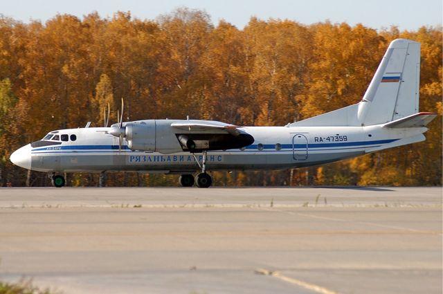 Пассажирский самолёт Ан-24.
