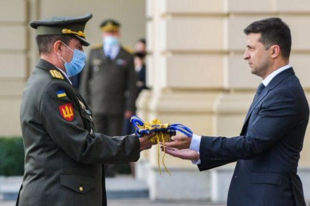 Президент присвоил почетные наименования пяти военным подразделениям.