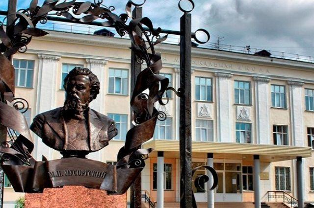 В редакцию «АиФ на Енисее» обратился коллектив старейшей в городе детской музыкальной школы Железногорска.