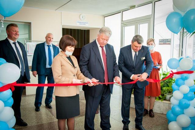 Почётные гости открыли обновлённую лечебницу.
