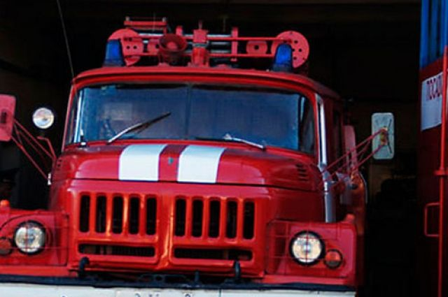 При пожаре в Колтубановском поселке пострадали два человека