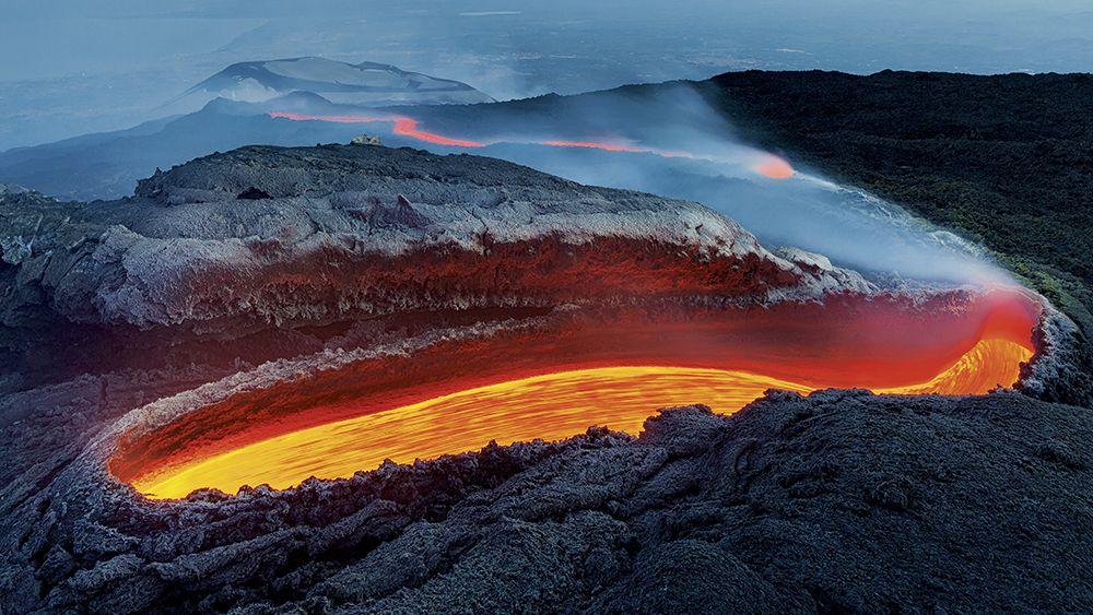 Огненная река вулкана Этна.
