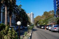 В Сочи середина октября - разгар бархатного сезона.