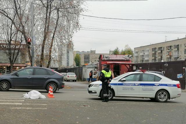 На пешеходном переходе в Перми умерла женщина.