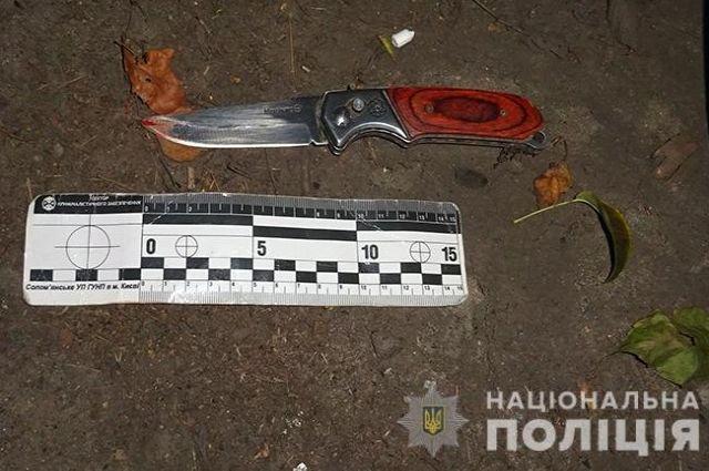В Киеве полицейские задержали мужчину за ножевое ранение агитатора.