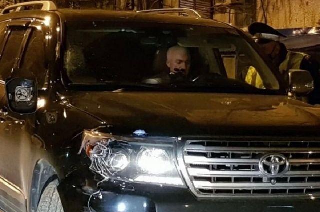 Краснодарский судья Юрий Захарчевский в своей машине сразу после аварии.