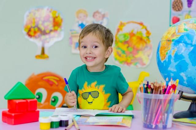 Несмотря на подтвержденной диагноз в семье, класс, где учатся дети пациентки с коронавирусом, не закрывают на карантин.