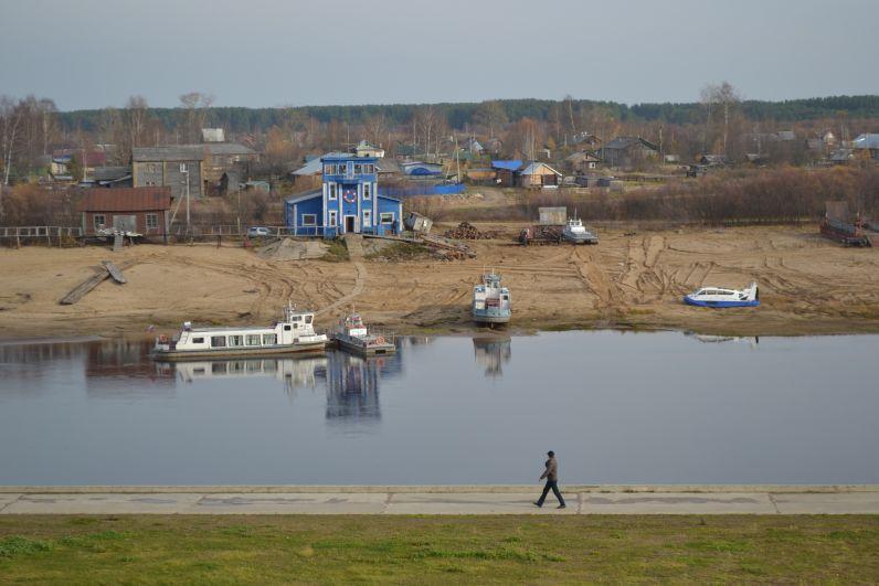 Река Сысола в этом году сильно обмелела.