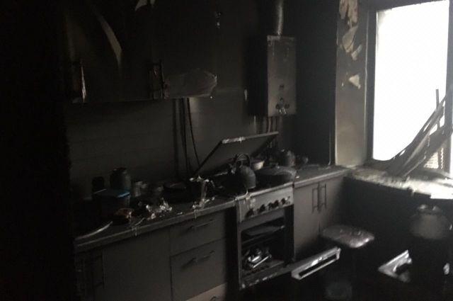 При пожаре погиб 56-летний хозяин квартиры