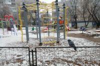 Снег довольно быстро растаял, но пермяки сделали немало снимком заснеженного города.