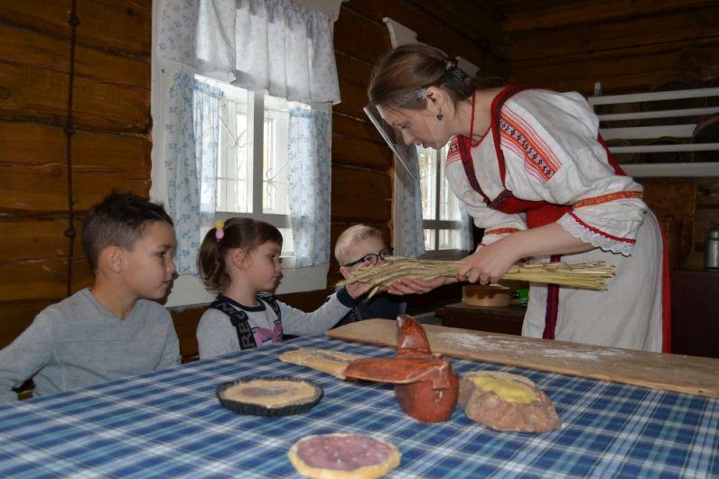 Дети вместе с родителям узнали секреты и рецепты традиционной коми выпечки.