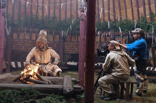 Драма «Тыгын Дархан» повествует о событиях в конце XVI - начале XVII века.