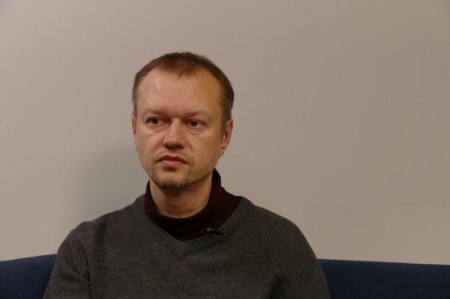 Сергей – кандидат педагогических наук, преподаватель японской живописи суми-э и организатор выставок.
