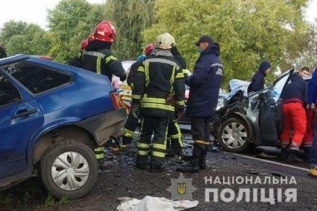 Во Львовской области столкнулись четыре автомобиля: три человека погибли