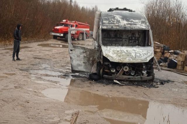 Водитель не смог потушить пламя.