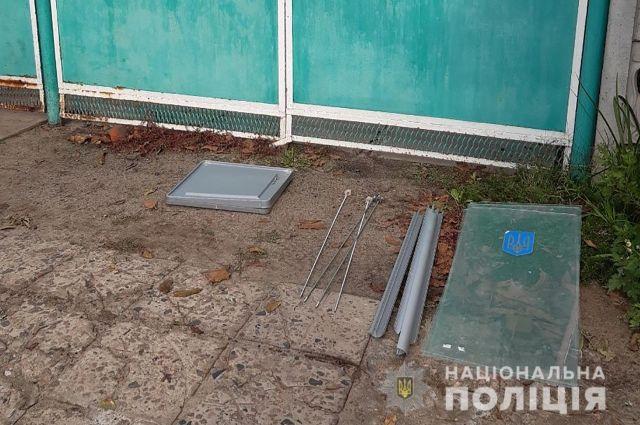 В Запорожье юноша украл урну для голосования, чтобы разводить улиток