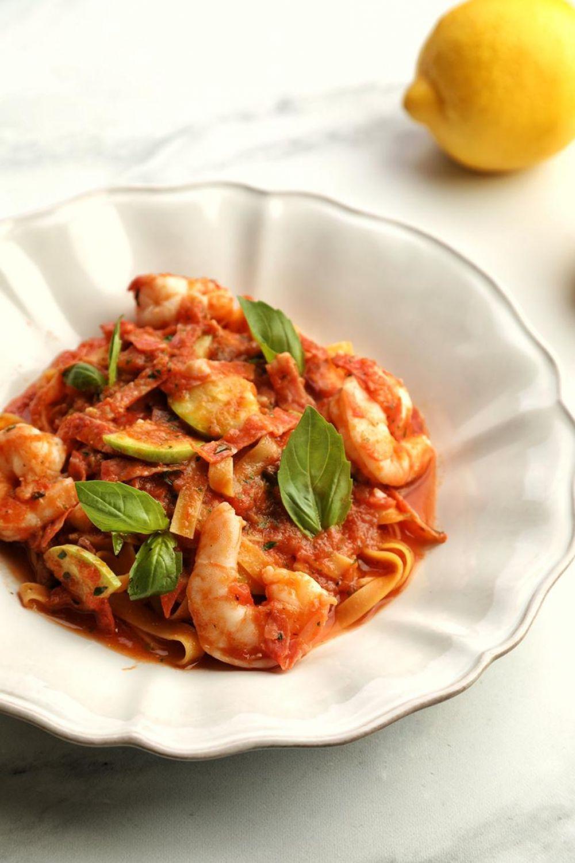 Тальятелле с креветками и чоризо в томатном соусе. Ресторан Carbonara, шеф-повар Антон Соломадин.