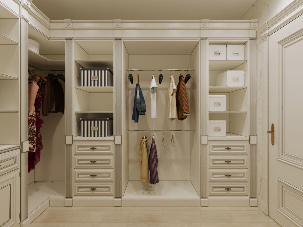 Гардеробная комната в просторной квартире.
