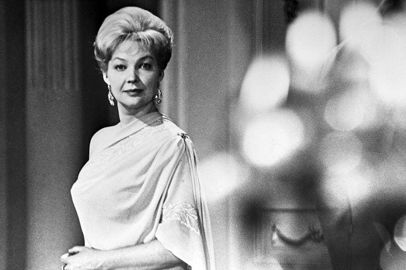 Актриса Ирина Скобцева в роли Элен Безуховой в фильме по роману Л. Н. Толстого «Война и мир», 1965 год.