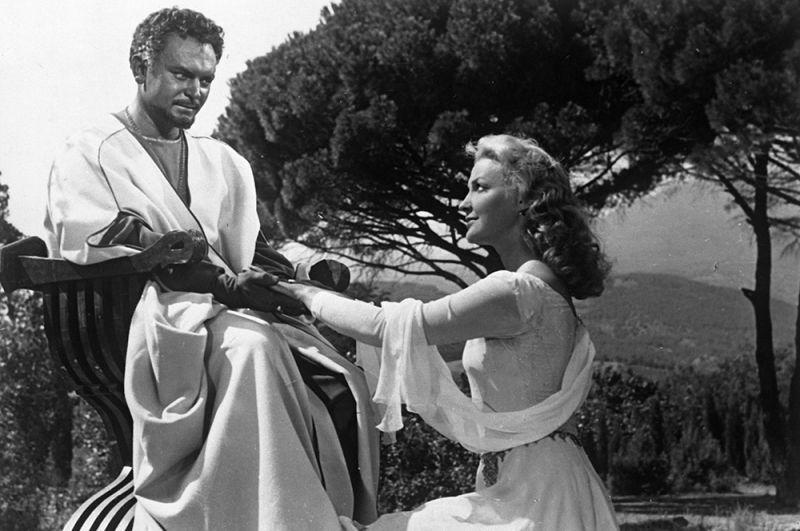 Сергей Бондарчук в роли Отелло, Ирина Скобцева в роли Дездемоны в фильме «Отелло», 1955 год.