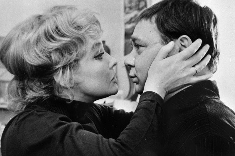 Ирина Скобцева в роли Лидии и Евгений Леонов в роли Орешникова в фильме «Зигзаг удачи», 1968 год.