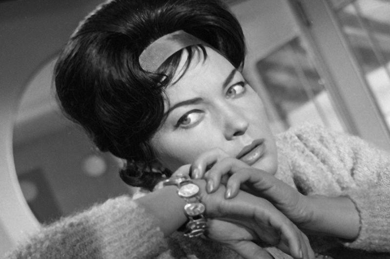 Артистка Ирина Скобцева в роли Сузи в фильме «Суд сумасшедших», 1962 год.