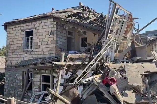 Нагорный Карабах, Степанакерт. Разрушенный в результате обстрелов дом. И всё больше информации о том, что инициатором этого кризиса стала Турция.