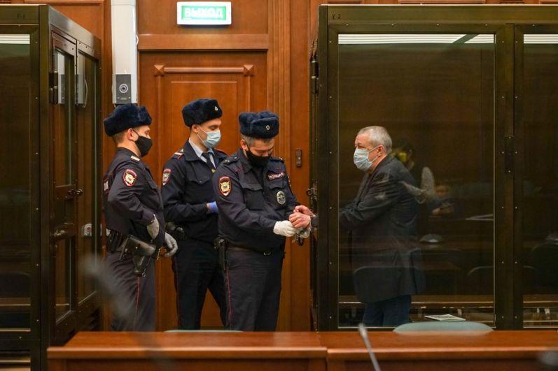 Актер Михаил Ефремов в зале заседаний суда.