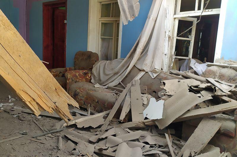 Последствия обстрелов в селе Йухары Гиямеддинли Агджабединского района в Азербайджане.