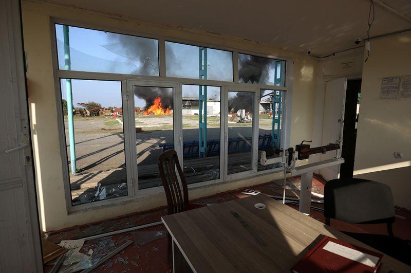 Пожар на хлопковом заводе в деревне Азат Карагоинлы в Азербайджане.