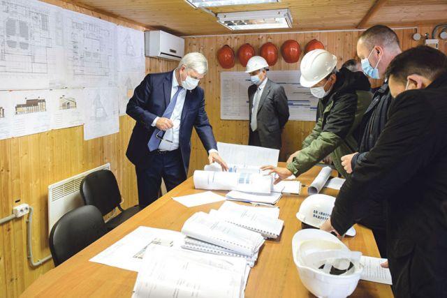 Александр Гусев потребовал сформировать посуточные графики с указанием вида работы, объёма материалов и занятых людей.