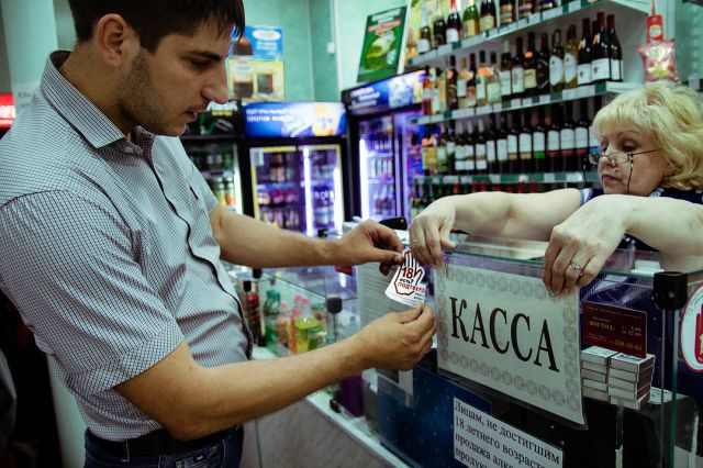 Комитет по аграрной политике, природным ресурсам и земельным отношениям Законодательного собрания Новосибирской области поддержал законопроект, ограничивающий работу пивных, расположенных в многоквартирных домах.