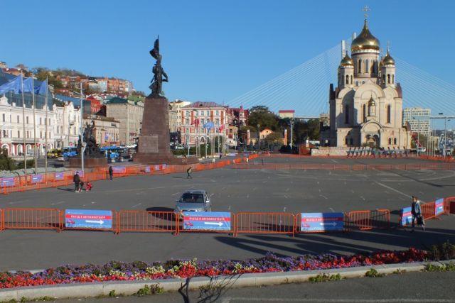 Центральная площадь готовится к сеансу.