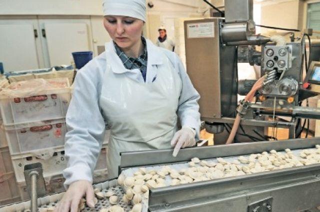 В усольских пельменях много сочной начинки из свежего мяса и тонкое тесто.
