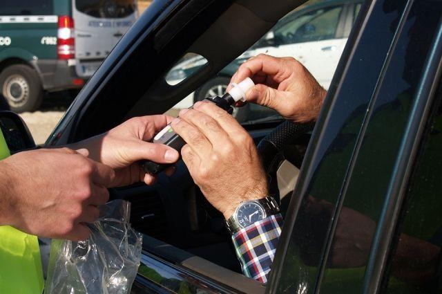 У автомобилиста обнаружили наличие абсолютного этилового спирта в выдыхаемом воздухе в концентрации 0,31 мг/л.