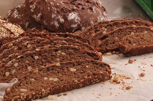 Хлеб выпекают из ржаной муки.