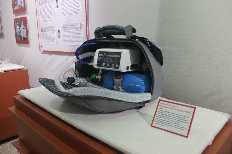 А это портативный аппарат ИВЛ.