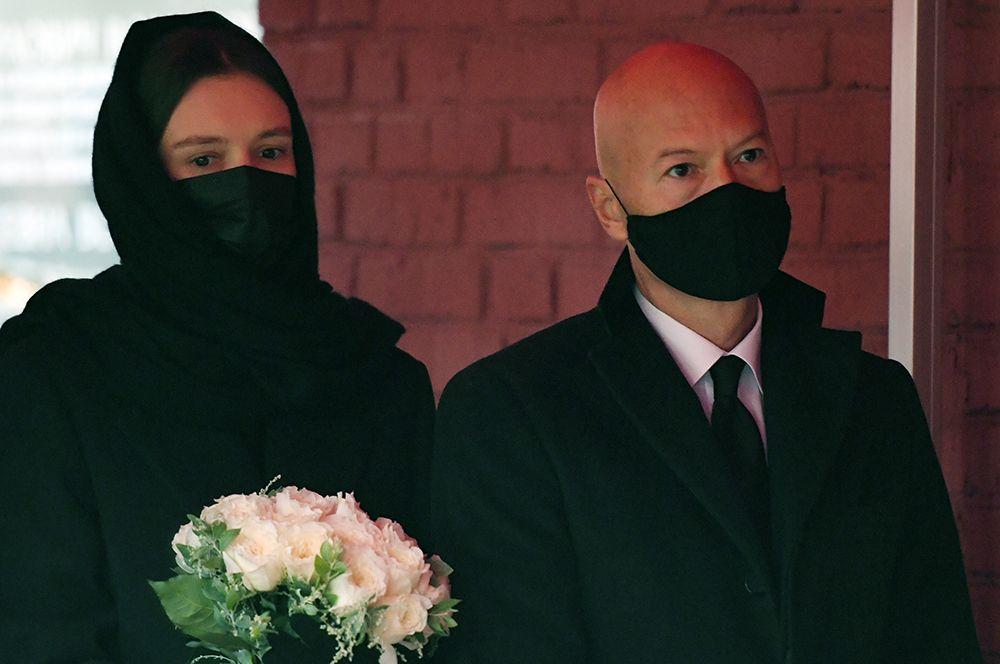 Сын Ирины Скобцевой, режиссер и продюсер Федор Бондарчук и его супруга актриса Паулина Андреева.