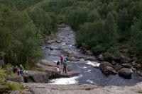 Водопад на Лавне – излюбленное место отдыха северян.