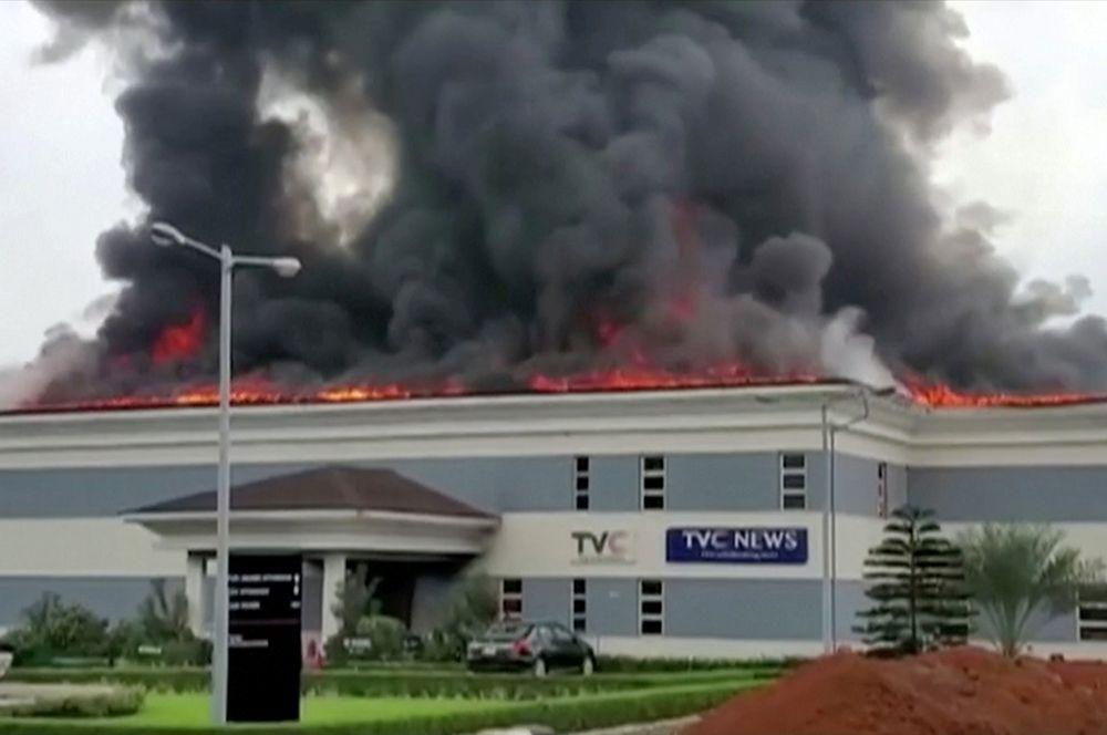 Пожар в здании телеканала TVC в Лагосе.