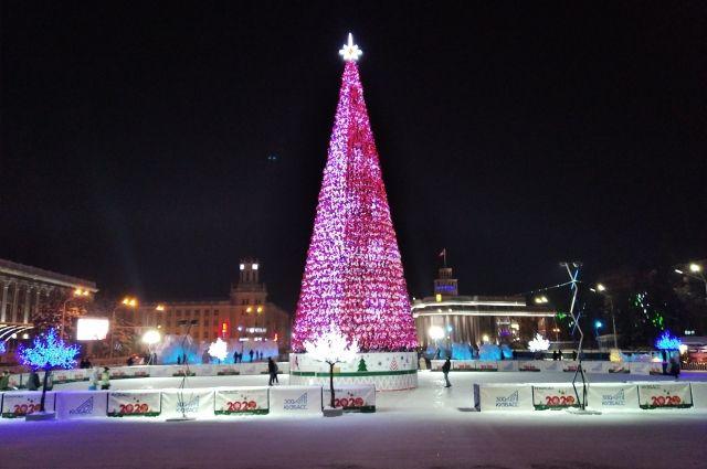 Городским администрациям Кузбасса предлагают отказаться от дополнительной иллюминации, искусственных елок, сократить количество ледовых и снежных фигур.