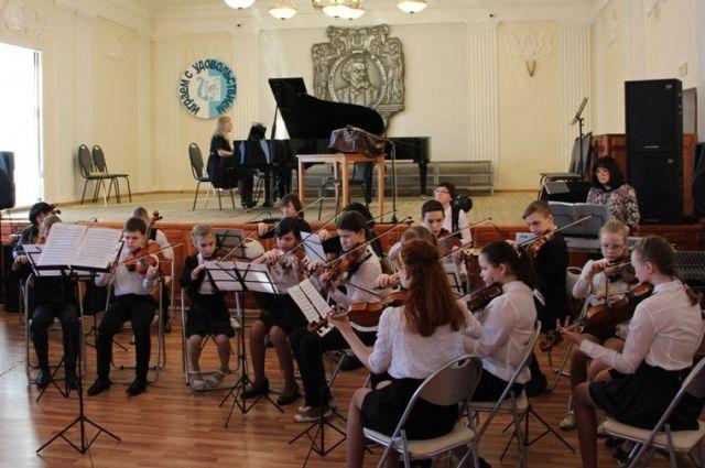 Родители опасаются, что не все дети смогут продолжить обучение в музыкальной школе.