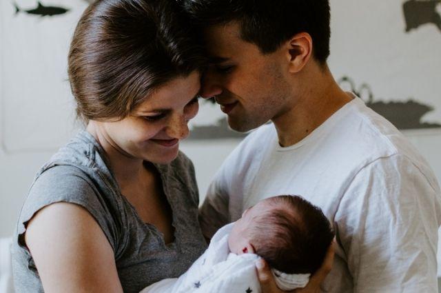 Во время пребывания в роддоме родители могут заказать для новорожденного полис ОМС