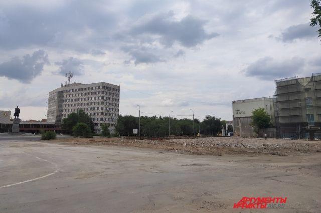 В Оренбурге на площади Ленина вместо брусчатки уложили асфальт.