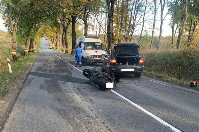 В Зеленоградском районе мотоцикл врезался в автомобиль