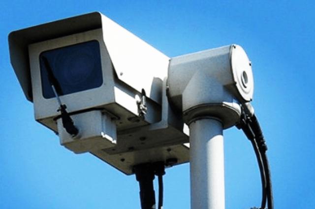 В Салехарде монтировали камеры видеонаблюдения на озере Лебяжье
