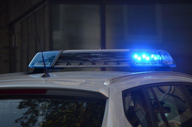 Водитель Volkswagen выехал на встречную полосу и его автомобиль столкнулся с грузовиком.