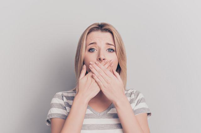 Какие средства помогут вылечить потрескавшиеся губы?
