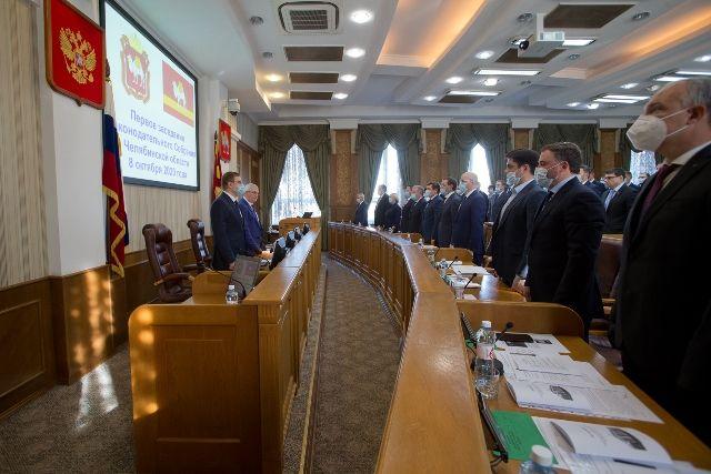 На заседание депутаты пришли в масках. Не исключено, что в дальнейшем заседания придётся проводить в режиме онлайн.