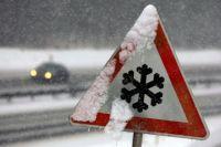 Выпавший и тут же растаявший снег может значительно повлиять на управляемость автомобилем.